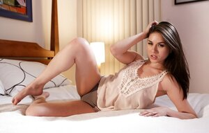 Romantic beauty Shyla Jennings does a nice-looking strip before going to sleep