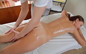 Masseur oiled modest babe and also turned her up with a couple of touches to fuck