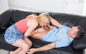 Blonde sitter gives bj and besides rides dick of drunken user in exchange for wage