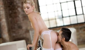 Blonde in stockings Scarlett Knight reviewed by lover in middle of spacious room